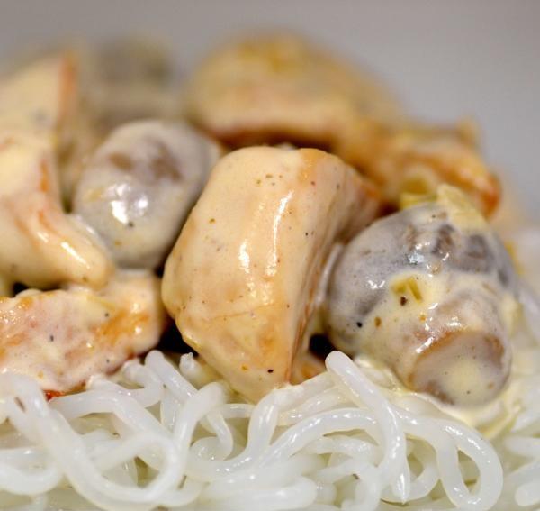 Maëlle Pariez - Recette de spaghetti de konjac et escalope à la crème